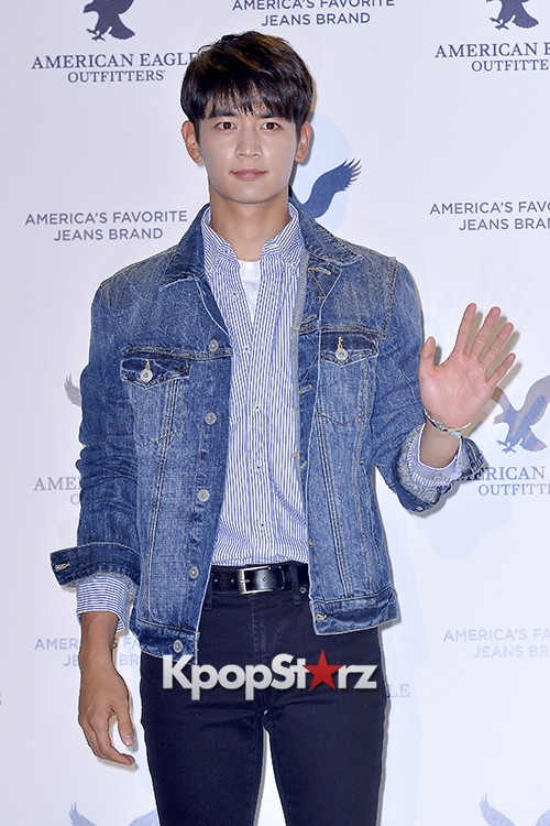 SHINee's Minho Attends American Eagle Outfitters Launching Event key=>6 count20