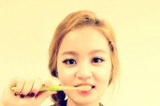 Lee Hi Reveals her Cute Side, 'Brushing her Teeth'