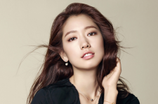 Park Shin HYe Agatha Paris Fall Winter 2015 Photos