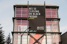 REI Closing announcement for Black Friday 2015.