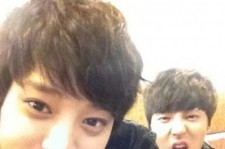 jung jun young bathroom self-camera with roy kim