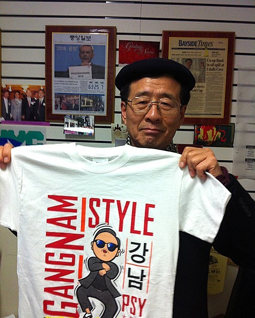 U.N General Ban Ki Moon Receives 'Gangnam Style' T-Shirtkey=>0 count1