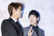 Kwang Hee and Siwan at 2012 MBC Grand Prize in Acting Award Red Carpet