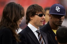 Katie Holmes, Tom Cruise and Jamie Foxx at the Minnesota Vikings v Washington Redskins in 2006.