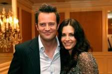 Matthew Perry and Courtney Cox at the AFI Associates Honors Arquette Family in 2006.