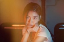 Anda in the music video for
