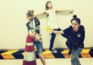 2ne1 silly picture in parking lot