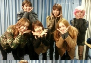 Girls' Generation Beautiful Group Photo with Park So Hyun