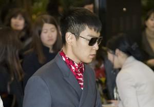 Airport Fashion: Big Bang Leaving to Osaka