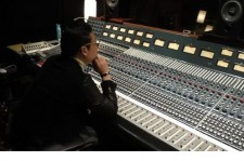 Psy Releases Picture of Recording Studio, 'Working on New Song'