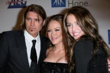 Singer Billy Ray Cyrus, singer Hilary Duff and singer Miley Cyrus arrive at the City of Hope Spirit of Life Award dinner Honoring Disney Music Group Chairman Bob Cavallo held on September 27, 2007 in Los Angeles, California.