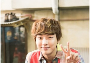 Yoon Shi Yoon Fan Club Provide Staff of 'Flower Boys Next Door' with Delicious Meal