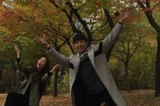 Lee Jun shared a fun moment with his seonbae-nim Joo Jin-Mo from the drama