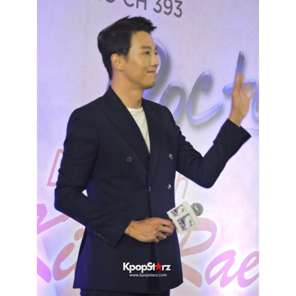 Kim Rae Won meets fans in Malaysiakey=>19 count28