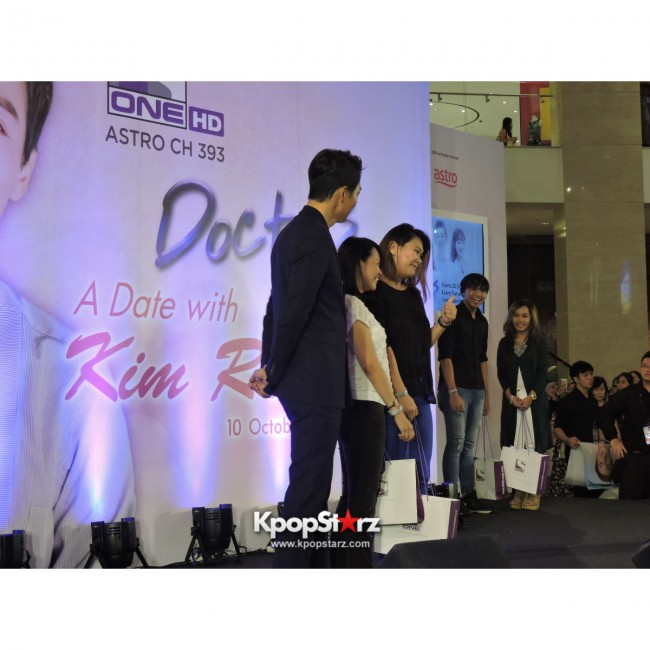 Kim Rae Won meets fans in Malaysiakey=>21 count28