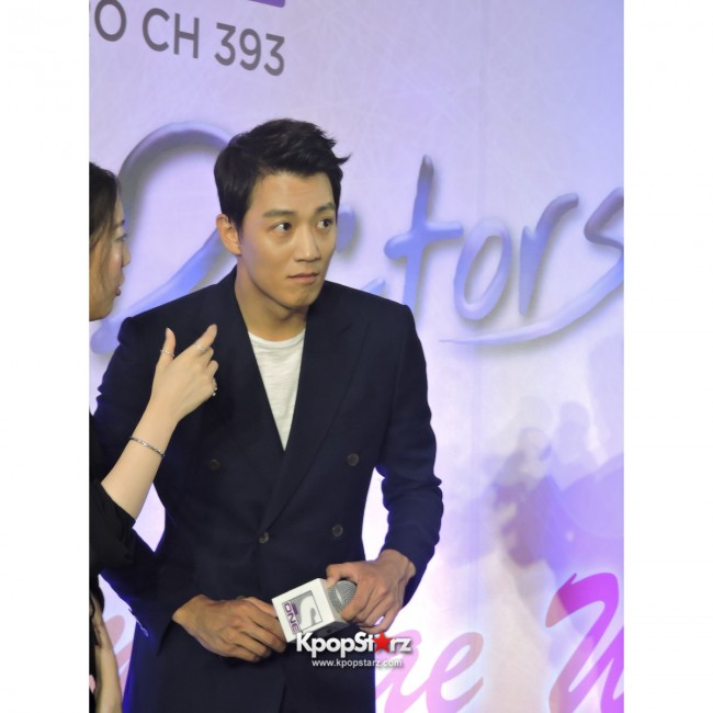 Kim Rae Won meets fans in Malaysiakey=>24 count28