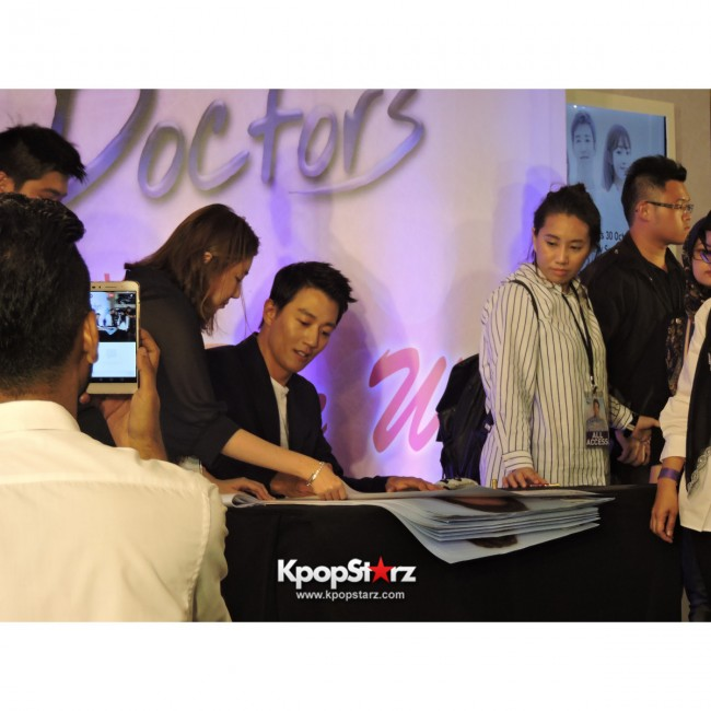 Kim Rae Won meets fans in Malaysiakey=>26 count28