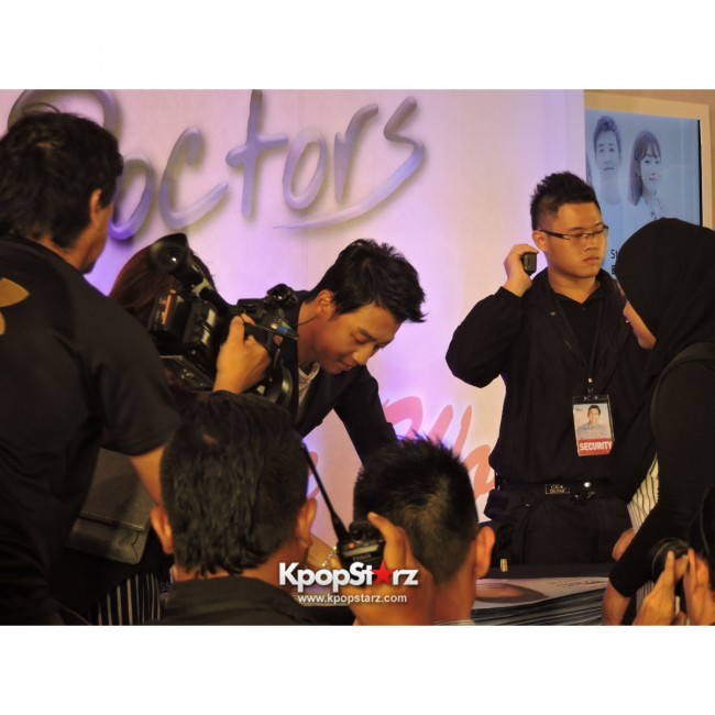Kim Rae Won meets fans in Malaysiakey=>27 count28