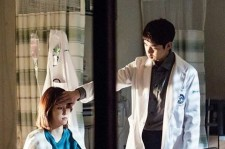 Still image of Yoo Yeon-Seok and Seo Hyun-Jin in the