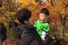 Lee Dong-Wook with Lee Si-An (Lee Daebak) in the shooting location of