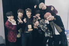 BTS Wins 'Artist Of The Year' On MAMA 2016