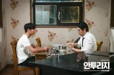 Seo Kang Joon (L) and Cho_Jin-Woong iin the