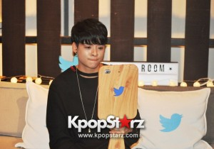 f(x) Amber Liu Took Questions From Fans And Answered During Twitter BlueRoom Session [PHOTOS]