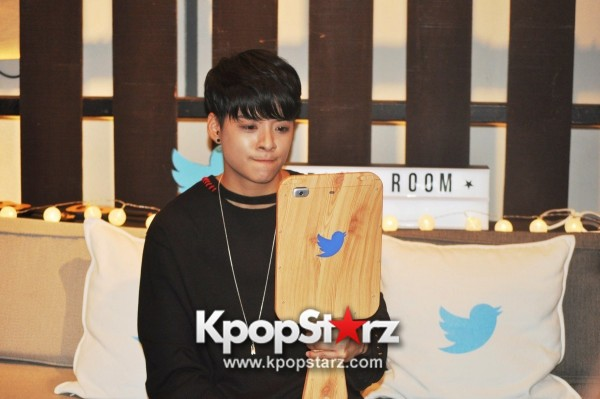 f(x) Amber Liu Took Questions From Fans And Answered During Twitter BlueRoom Session [PHOTOS]key=>0 count4