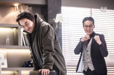 "Han Suk-Kyu (L) and Choi Jin-Ho goofed around in the shooting location of ""Romantic Doctor Teacher Kim"""