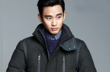 Kim Soo-Hyun renews contract with his agency KeyEast and finalizes shooting new movie.