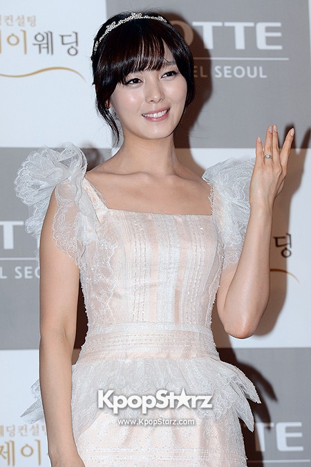 Wonder Girls Sunye's Wedding Press Conference at Seoul Lotte Hotelkey=>14 count17