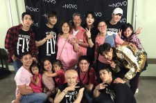 Papa Tuan and his family take picture with GOT7 to support them.