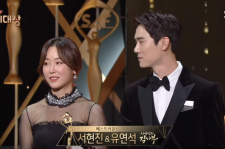 Yoo Yeon Suk and Seo Hyun Jin Win Best Couple Award @2016 SBS Drama Awards