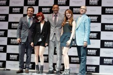(L to R) Actor Josh Brolin, Sun Ye of Wonder Girls, actor Will Smith, Hye Lim of Wonder Girls and director Barry Sonnenfeld attend the 'Men In Balck 3' Seoul premiere at Times Square on May 7, 2012 in Seoul, South Korea.  (L to R) Actor Josh Brolin, Sun
