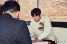 Ji Chang-Wook with official from his agency Glorious Entertainment prepares the plan for fan meeting.