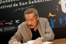"Hong Sang-Soo signs an autograph in 65th San Sebastian Fillm Festial for his movie Yourself and Yours"" produced by Jeonwonsa Movie."