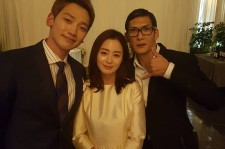 Park Joon Hyung god took a picture with the newlywed Rain and Kim Tae Hee at the wedding event.