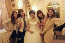 Wonder Girls-Girls' Generation Pose with Bride Sun, 'Luminous Beauty'