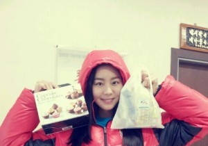uee picture with snacks from fans