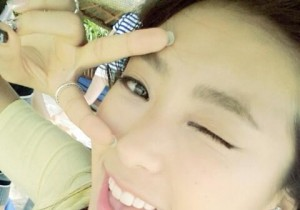 SISTAR Bora, Cute Wink Self-Camera