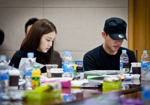 Kim Tae Hee Script Reading Along with Yoo Ah In, 'Looking Beautiful'