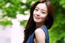 Sunhwa Wears A White Dress To A Wedding