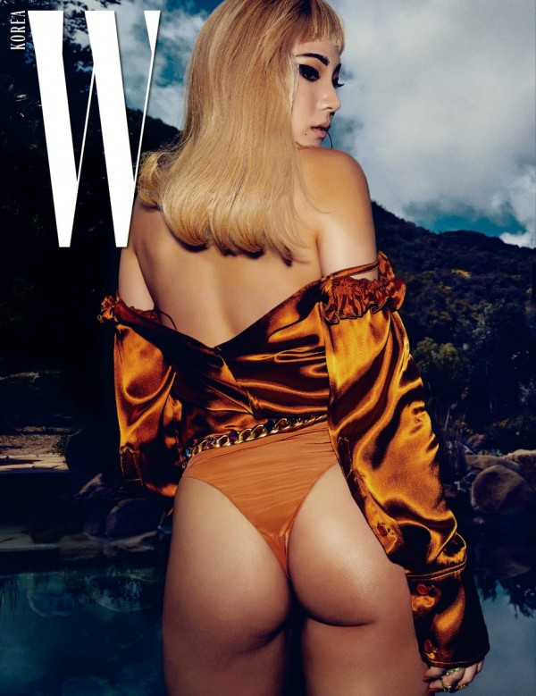 W Korea shared more pictures of CL wearing different swimsuits.key=>2 count4