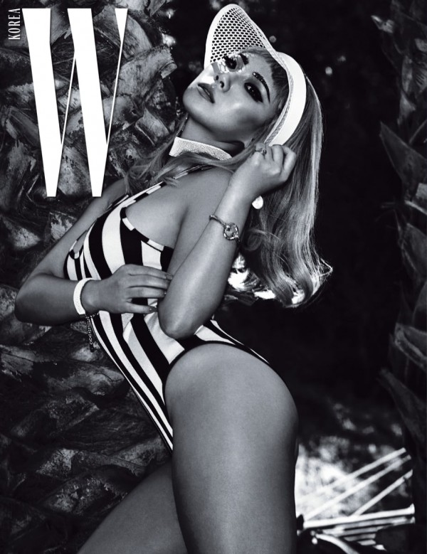 W Korea shared more pictures of CL wearing different swimsuits.key=>3 count4