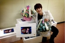 Super Junior Kyuhyun Reveals his Birthday Presents, 'All Smiles'