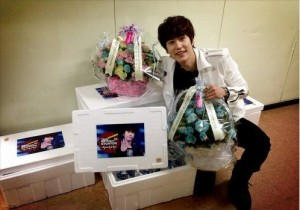 Super Junior Kyuhyun Reveals his Birthday Presents, 'All Smiles'