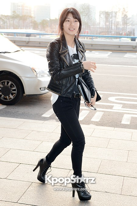 Suzy Leaving for Drama ' Big' Promotions in Japankey=>4 count21
