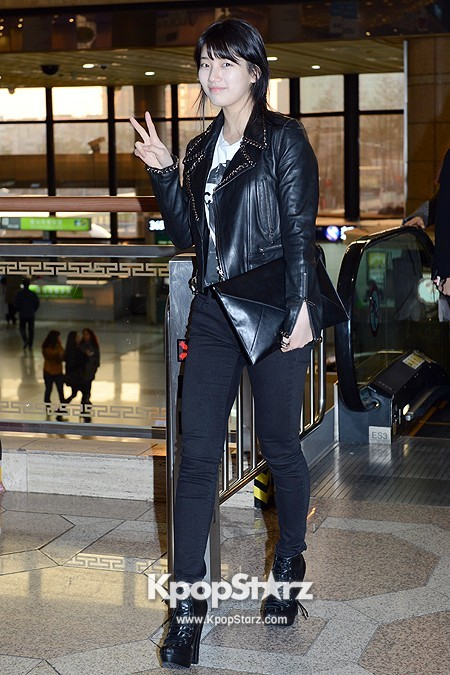 Suzy Leaving for Drama ' Big' Promotions in Japankey=>9 count21