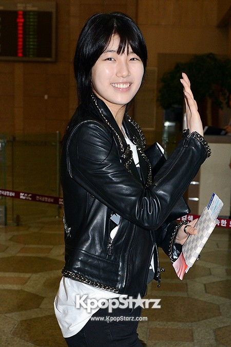 Suzy Leaving for Drama ' Big' Promotions in Japankey=>19 count21