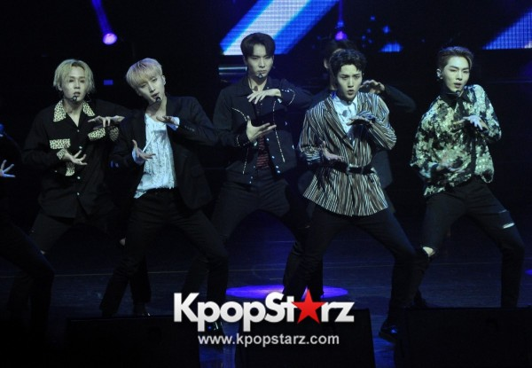 PENTAGON Put Up Powerful Performances At First Showcase in Singapore [PHOTOS]key=>4 count30